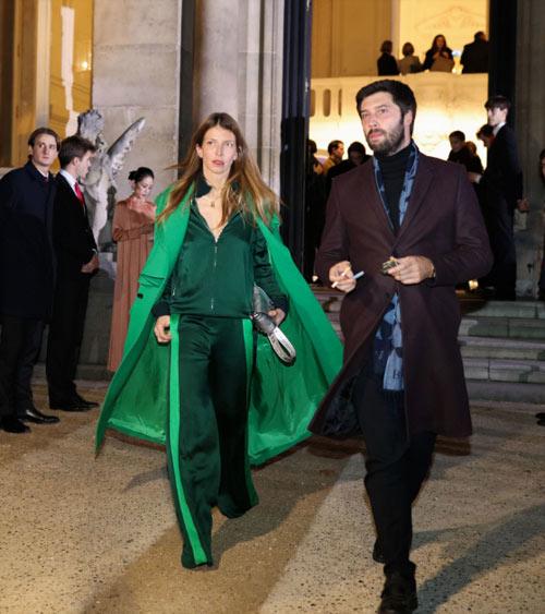 Образ от Valentino: вечерний костюм изумрудного цвета
