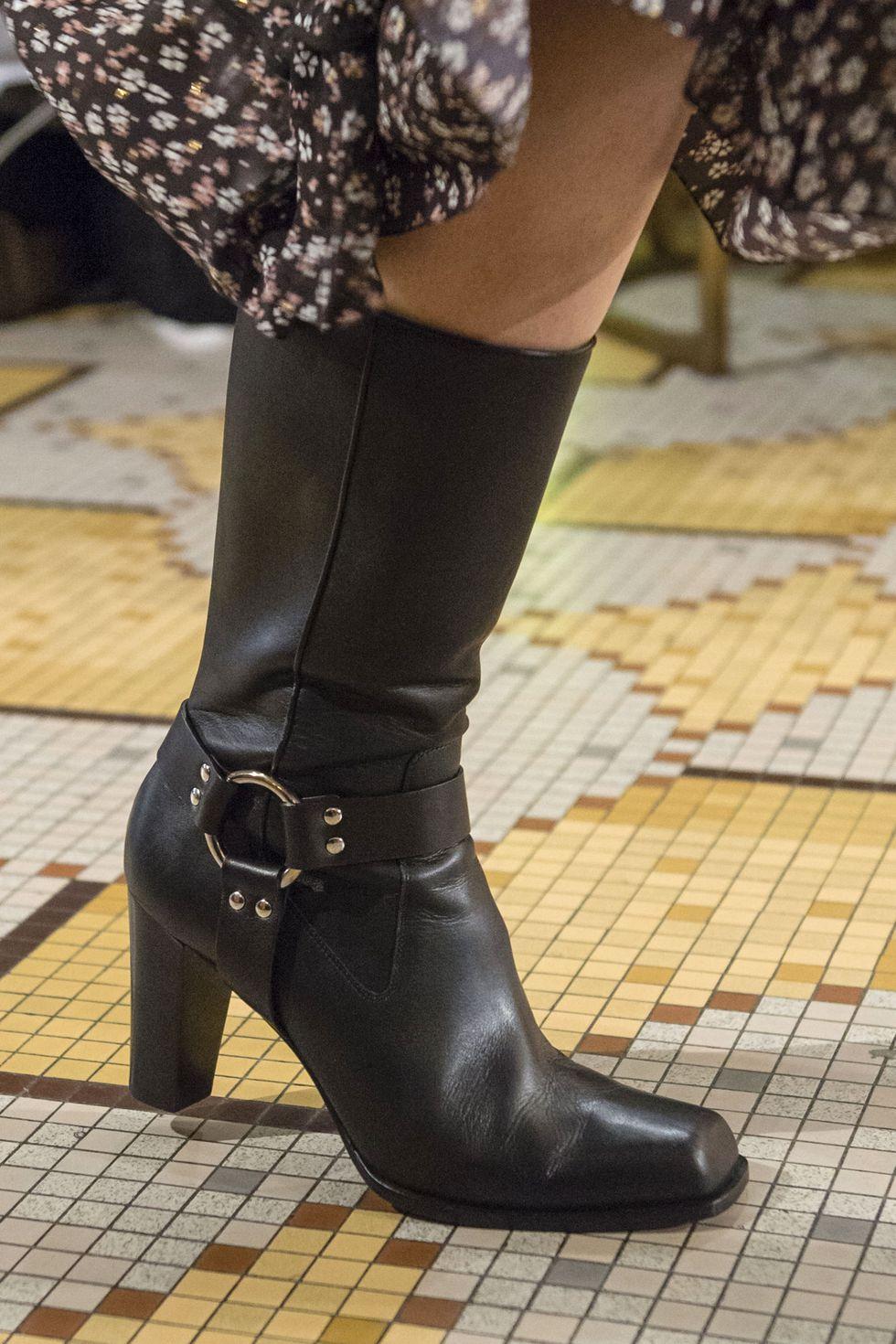 Черные сапоги на каблуке с квадратным носком. Осенне-зимняя коллекция 2018-2019 Altuzarra