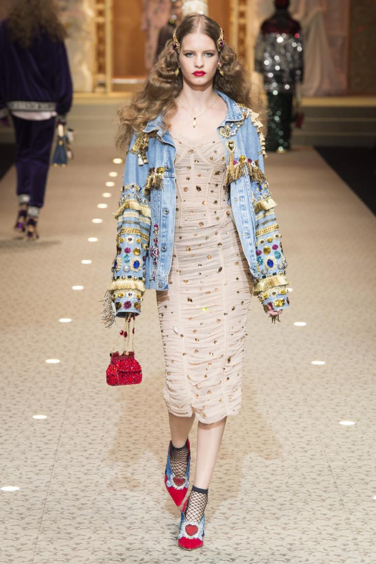 Маленькая красная сумка из коллекции Dolce & Gabbana FW 2018-2019