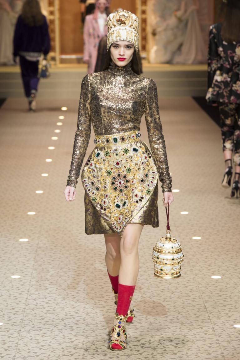 Золотая сумка из осенне-зимней коллекции Dolce & Gabbana