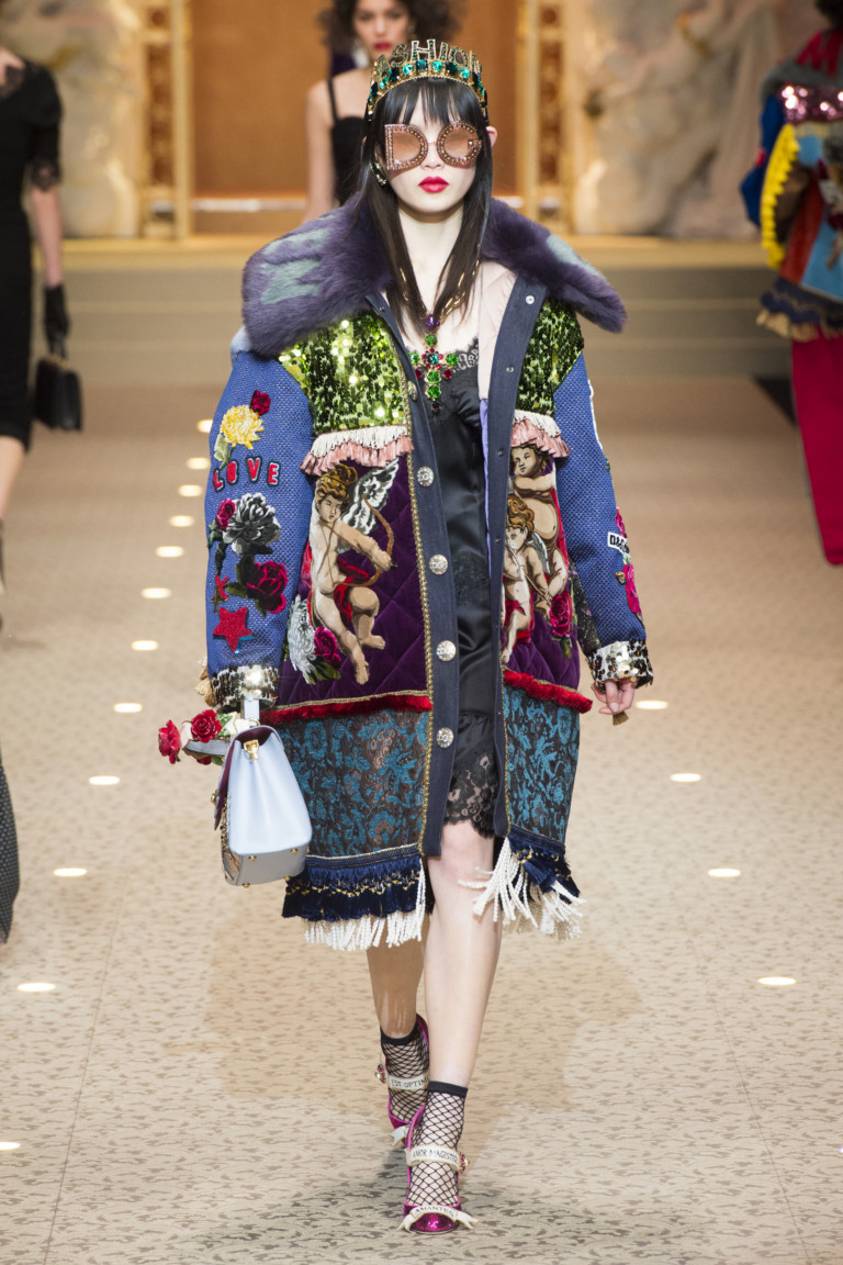 Яркое пальто с цветным мехом. Коллекция Dolce & Gabbana осень-зима 2018/2019