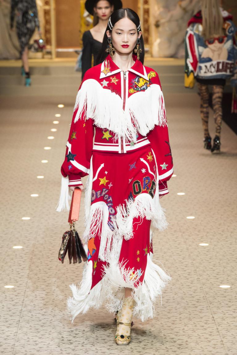 Красный костюм с белой бахромой. Коллекция FW 2018|2019 D&G