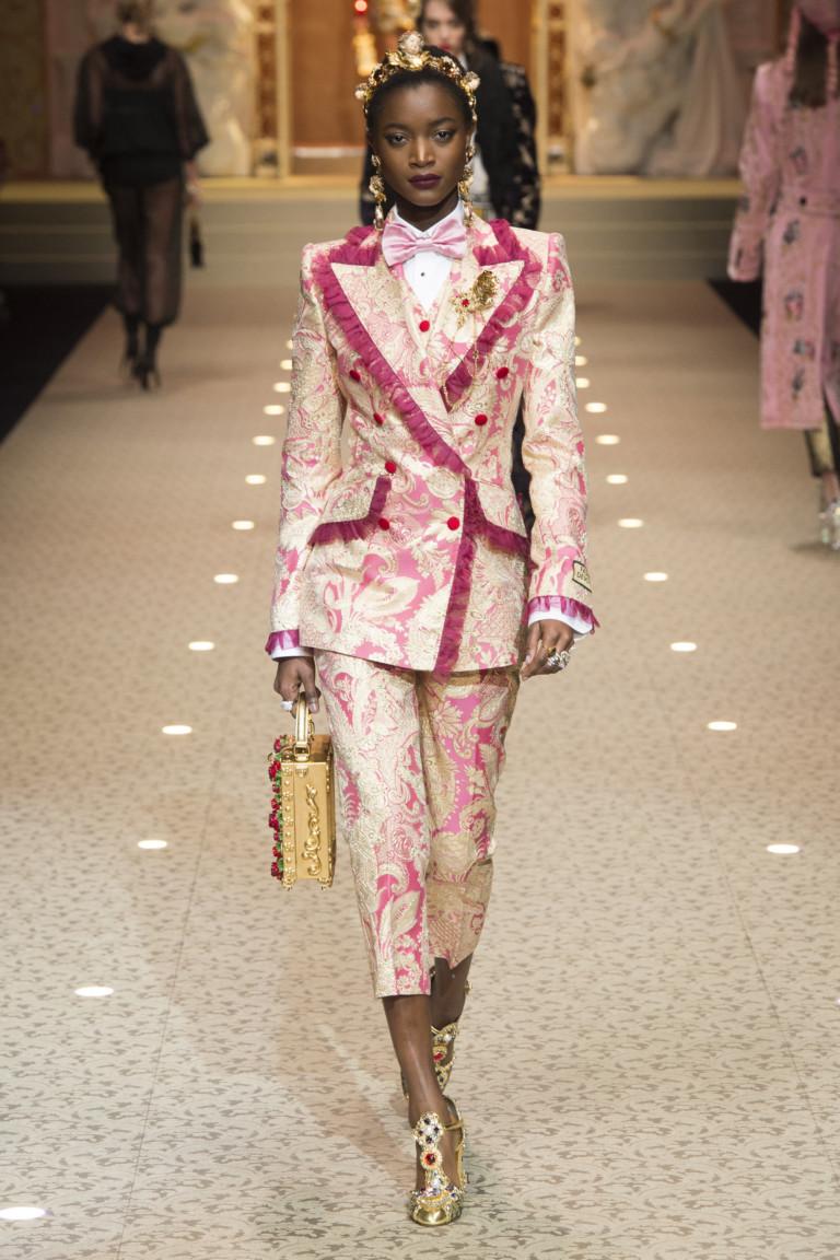 Кремово-розовый костюм из коллекции D&G. Осень-зима 2018/2019