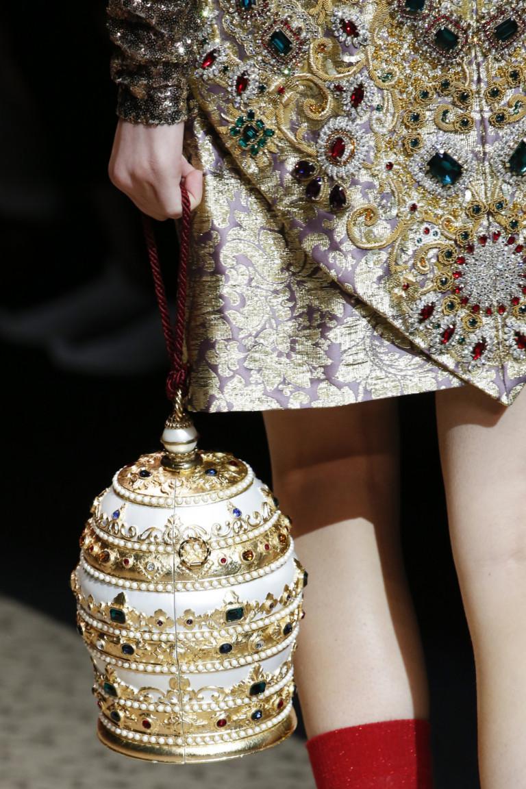 Круглая золотая сумка