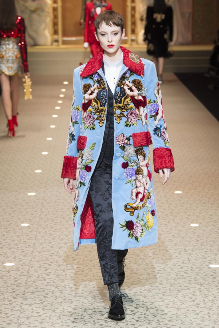 Голубое пальто с красным мехом. Коллекция D&G