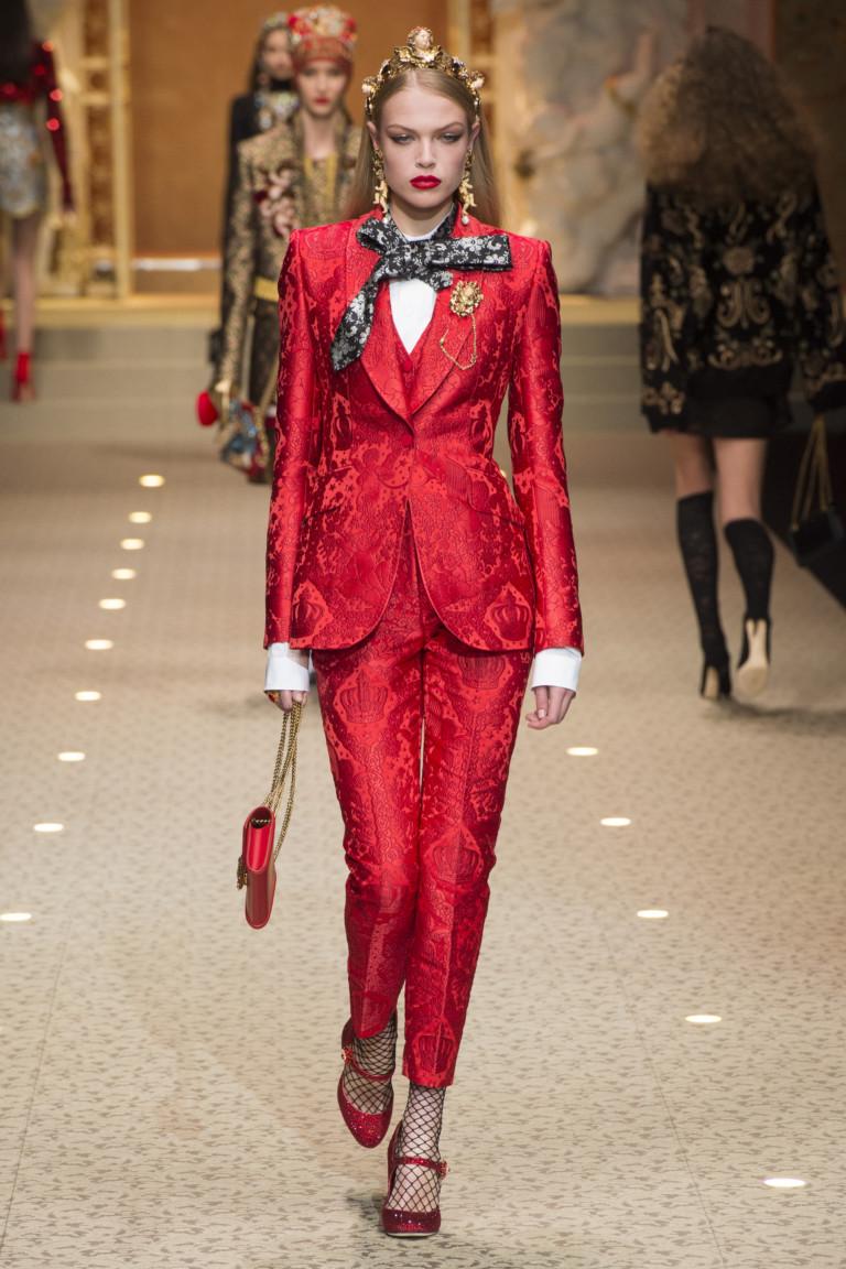 Красный костюм из коллекции осень-зима 2018/2019 D&G