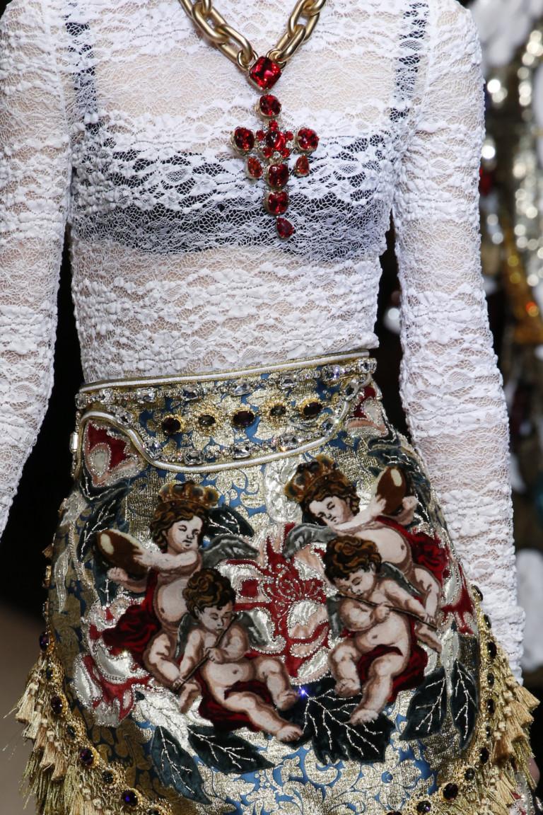 Крест с красными камнями из коллекции Dolce Gabbana