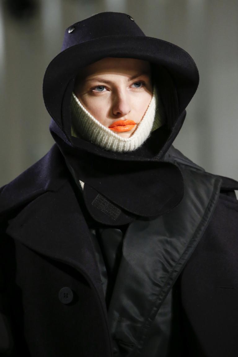 Помада морковного цвета для повседневного макияжа
