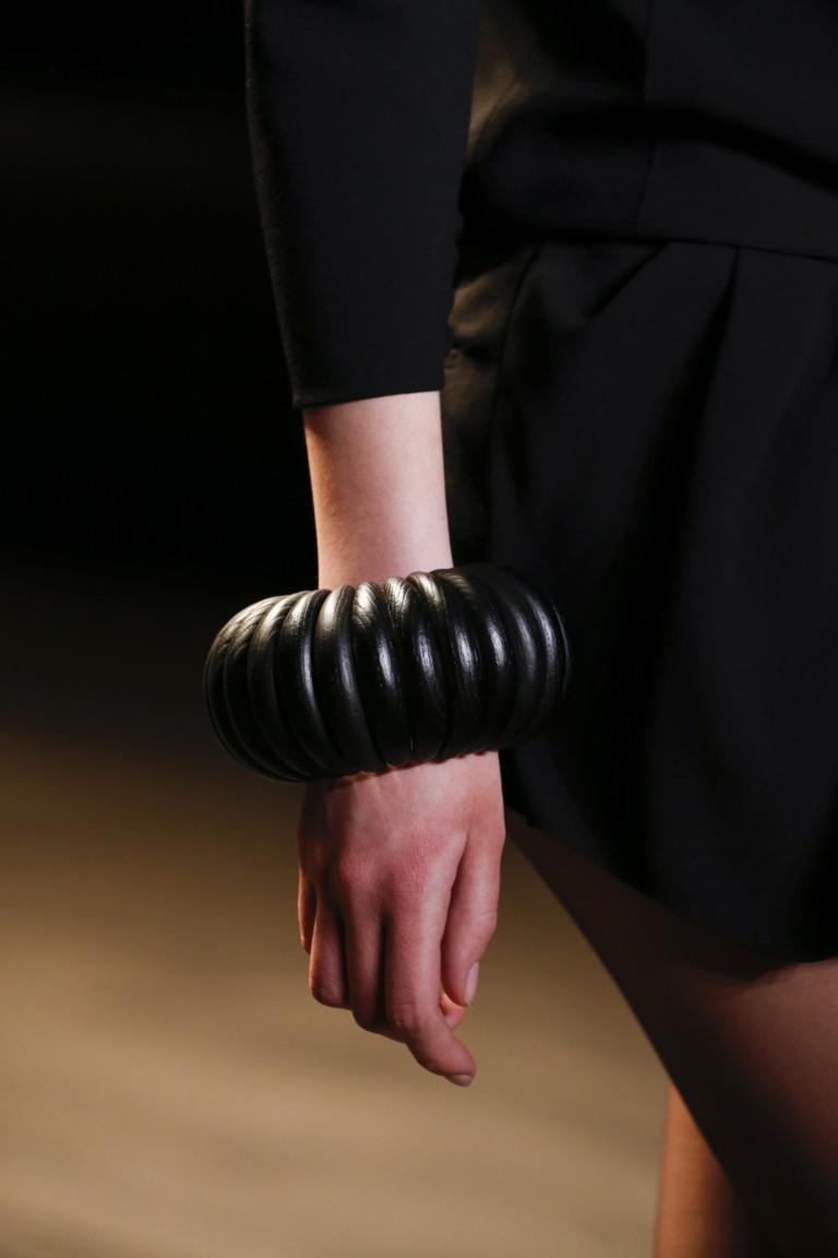 Объемный черный браслет из коллекции Saint Laurent
