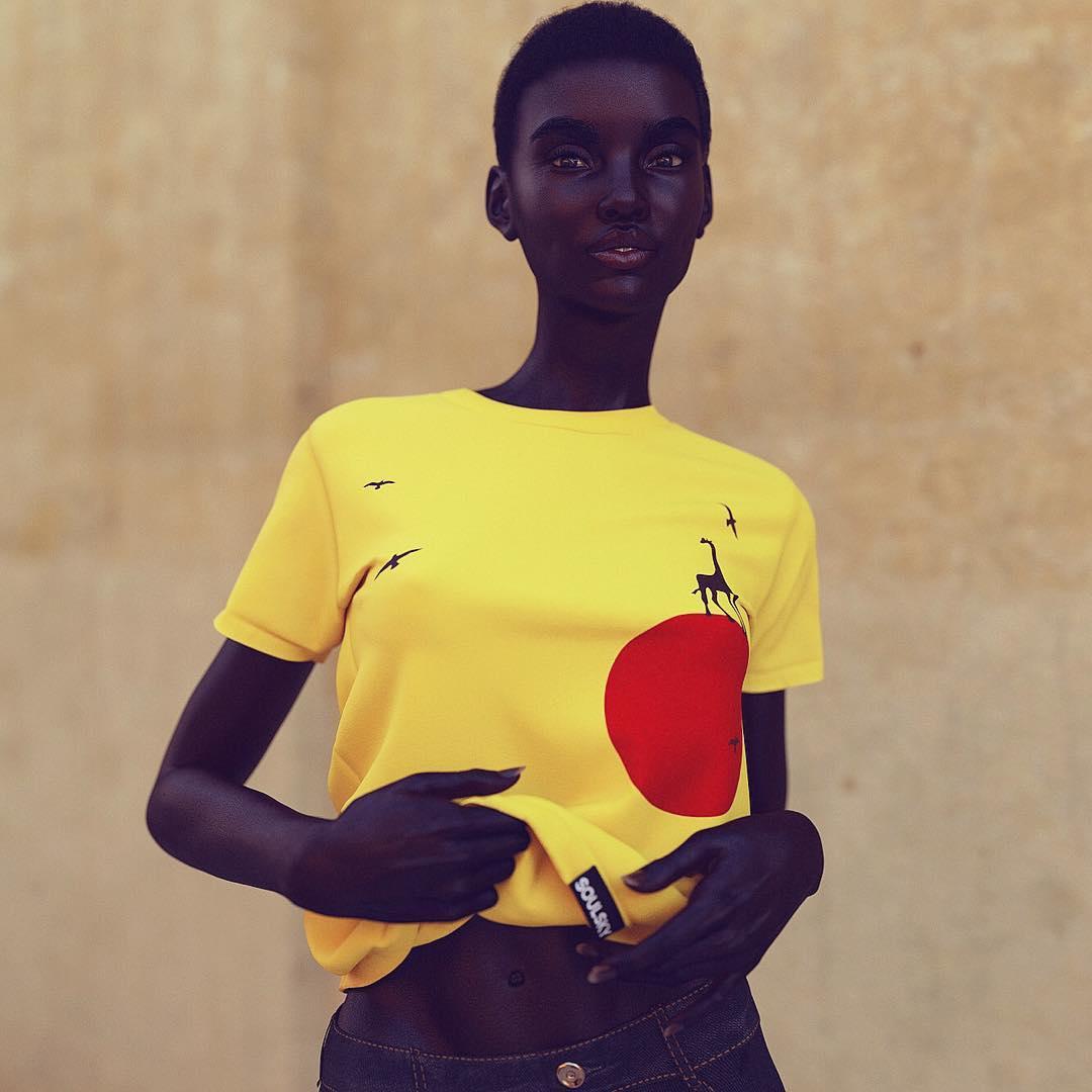 Британский художник представил миру виртуальную модель на фото