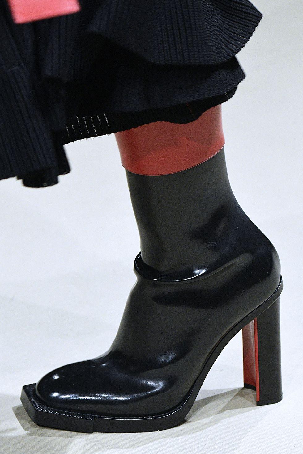 Черные ботинки с квадратным носком из коллекции Alexander McQueen