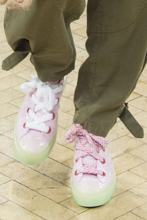 Модные кроссовки осень-зима 2018-2019: 20 моделей в пир и в мир на фото