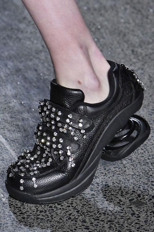 Модные черные кроссовки Christopher Kane осень зима 2018-2019