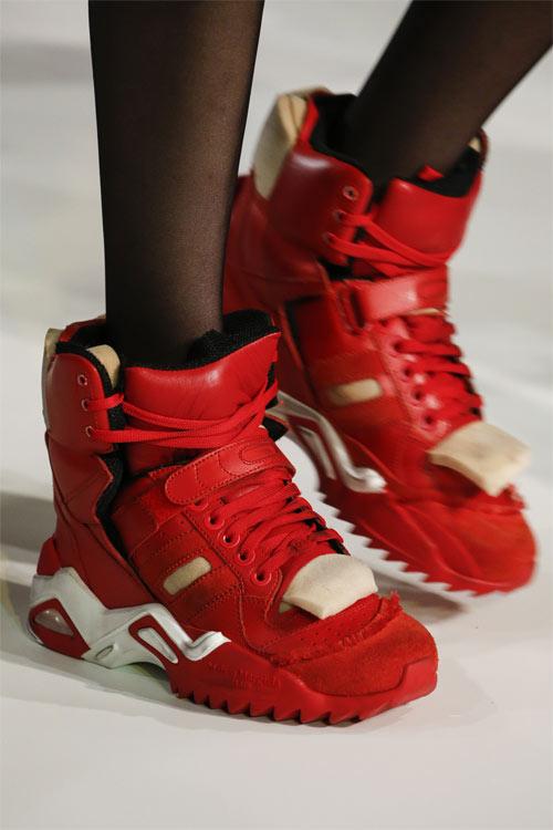 Красные кроссовки Maison Magiela осень-зима 2018-2019