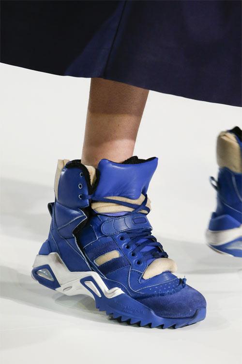 Синие высокие кроссовки от Maison Magriela