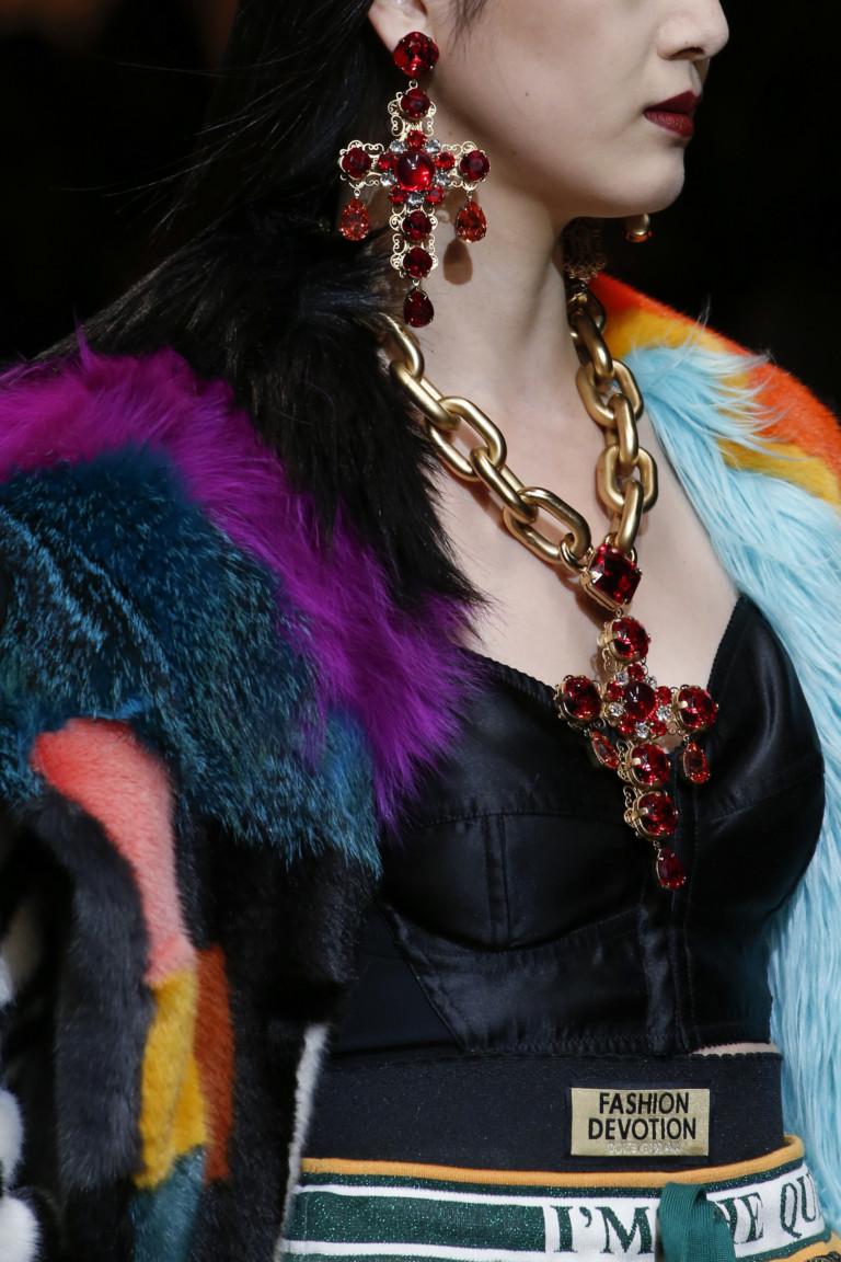 Модные украшения с крупными красными камнями