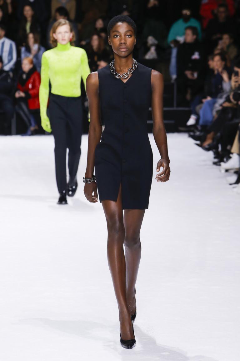 Черное платье на пуговицах. Коллекция осень-зима 2018-2019 Balenciaga