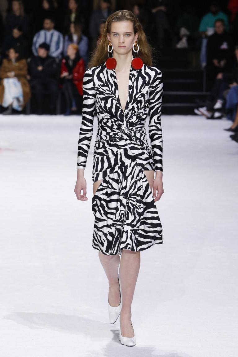 Платье с принтом под зебру из осенне-зимней коллекции 2018-2019 Balenciaga