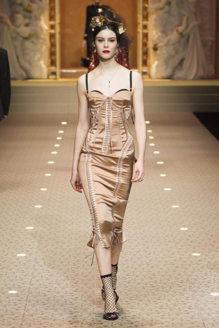 Бежевое платье в бельевом стиле Dolce&Gabbana