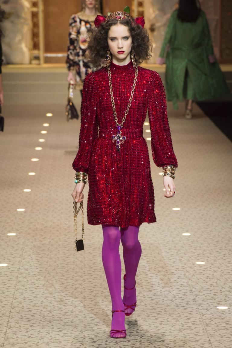 Блестящее красное платье из коллекции осень-зима 2018-2019 Dolce Gabbana