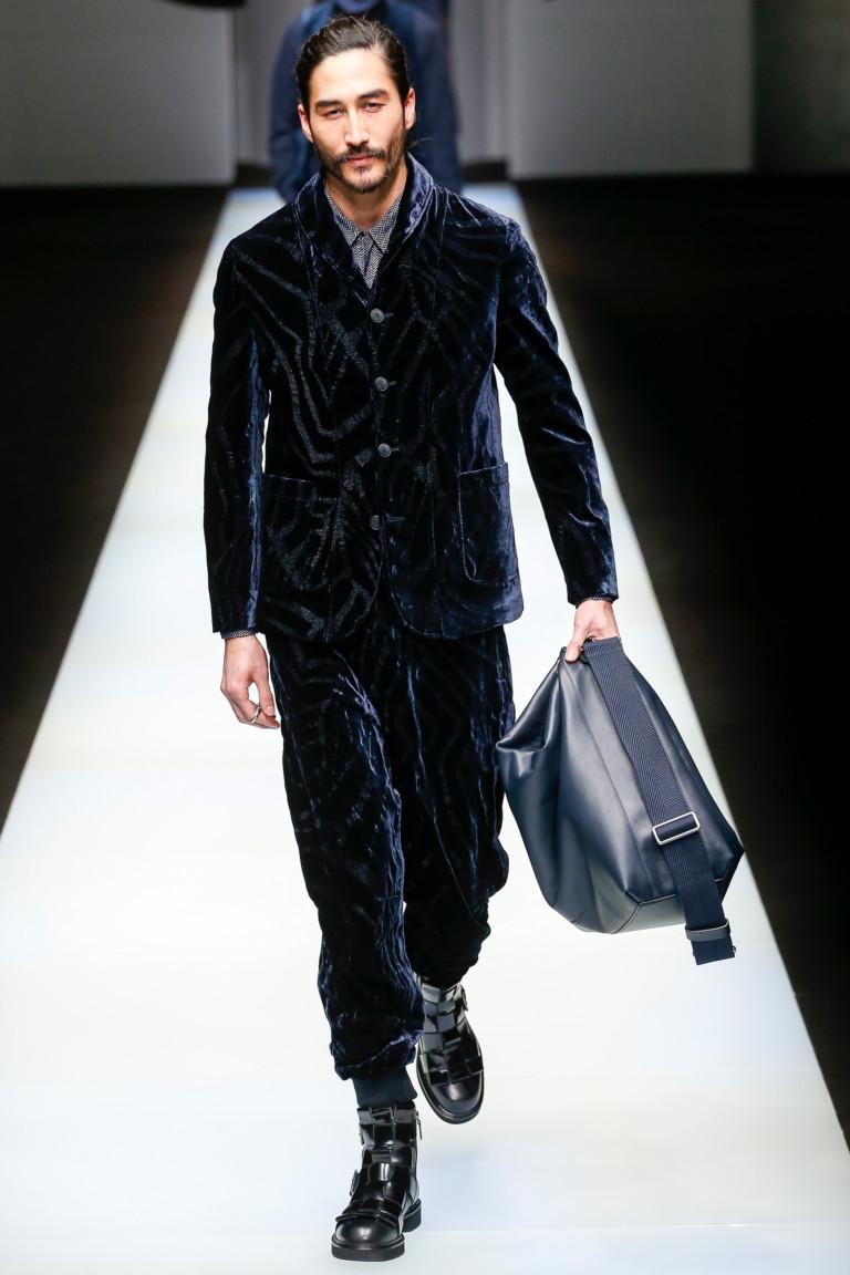 Темно-синий вельветовый костюм Giorgio Armani FW 2018-2019