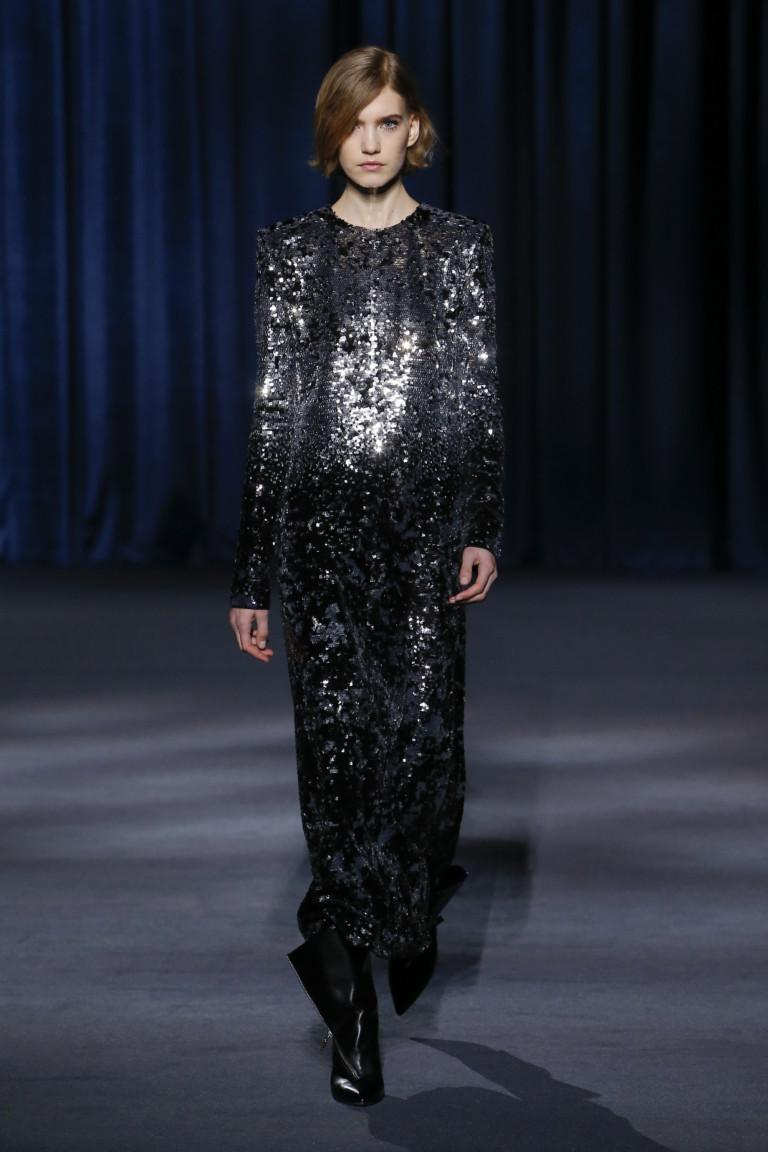 Платье с металлическим блеском Givenchy на осень-зиму 2018-2019
