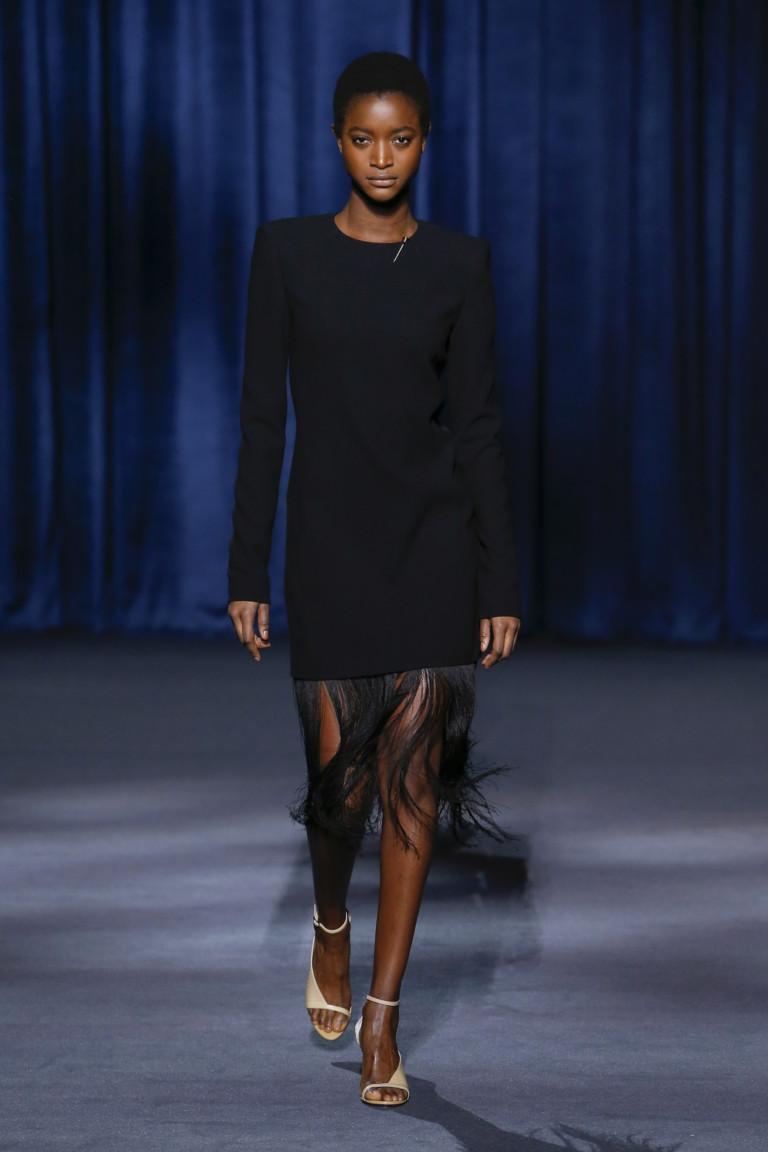 Черное платье с бахромой Givenchy. Коллекция осень-зима 2018-2019