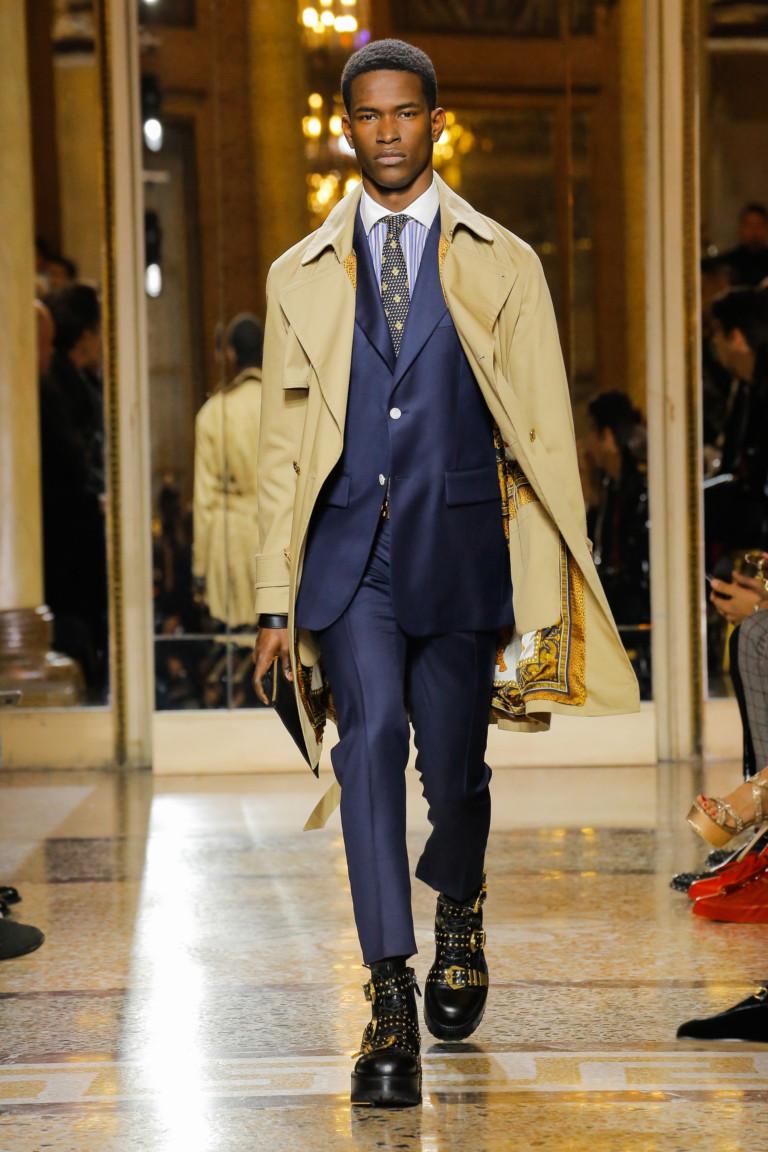 Синий деловой костюм из коллекции Versace
