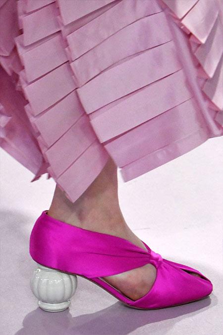 Модные туфли цвета фуксии на круглом каблуке для выходов в свет осенью и зимой 2018-2019