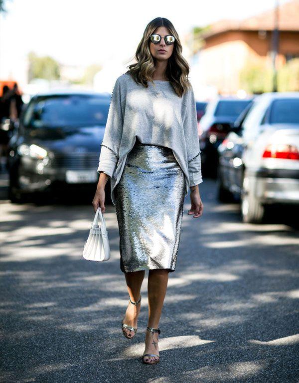 Серебристая юбка-миди с серым свитером
