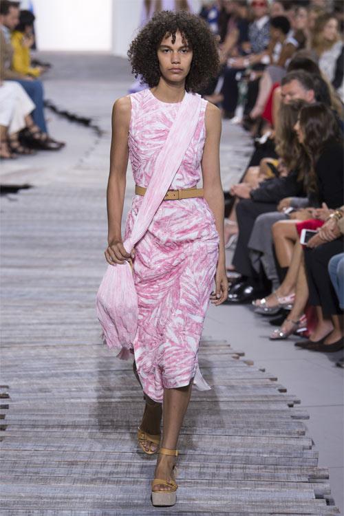 Розовое платье Michael Kors Collection SS 2018