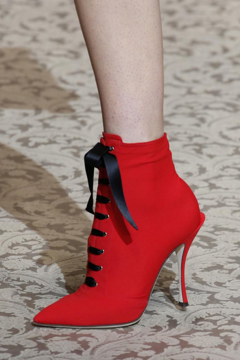 Красные ботильоны на шнуровке и высоком каблуке. Коллекция FW 2018-2019 Dolce&Gabbana