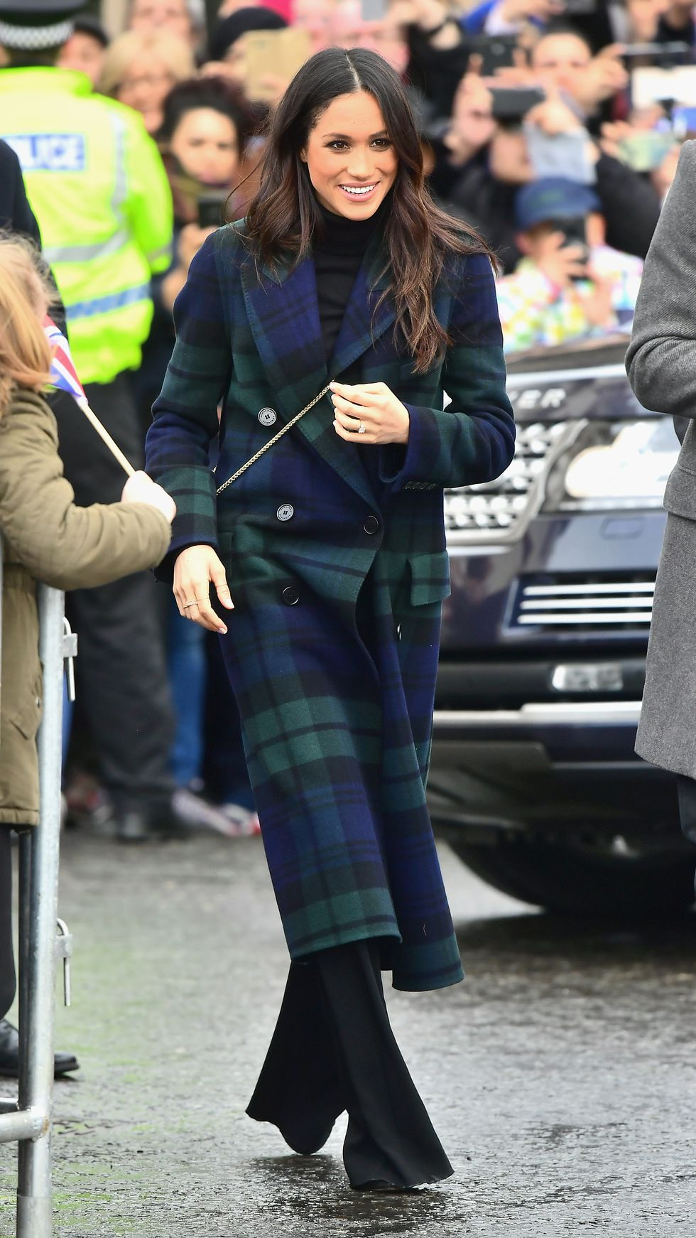 Меган Маркл в классическом клетчатом пальто