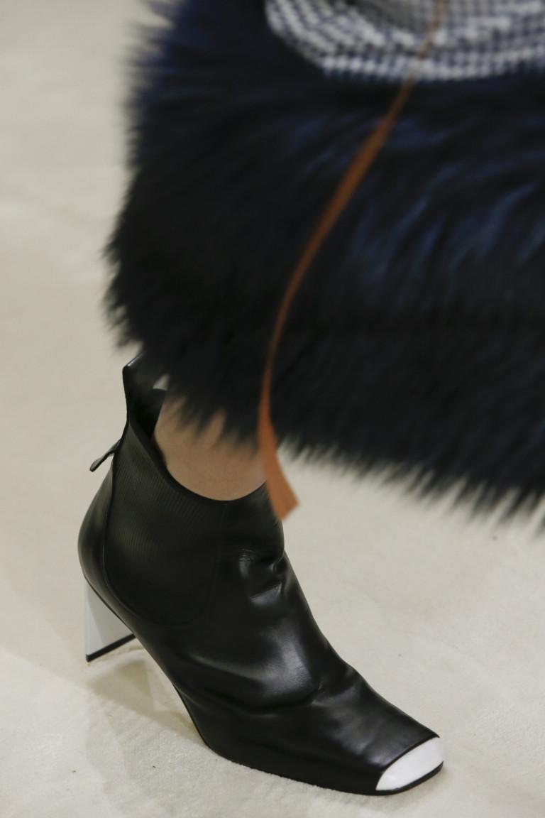 Черные ботинки с квадратным белым носком Loewe. Коллекция осень-зима 2018-2019