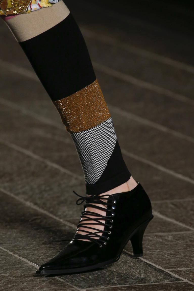 Ботильоны с узким носком и шнуровкой от Mary Katrantzou на осень 2018