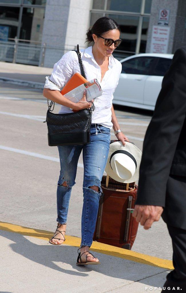 Будущая жена принца Гарри в рваных джинсах и белой рубашке