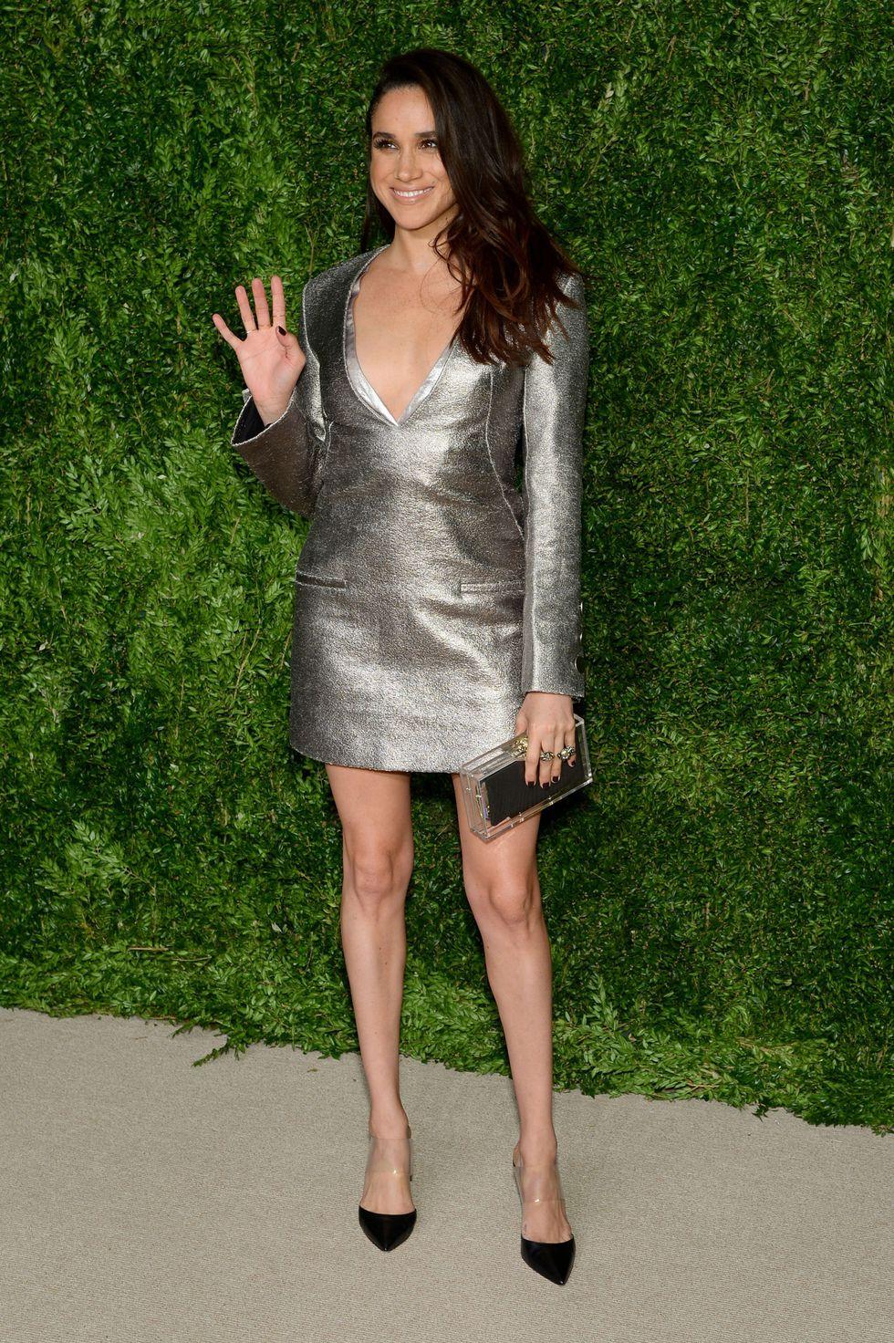 Меган Маркл в серебристом коротком платье