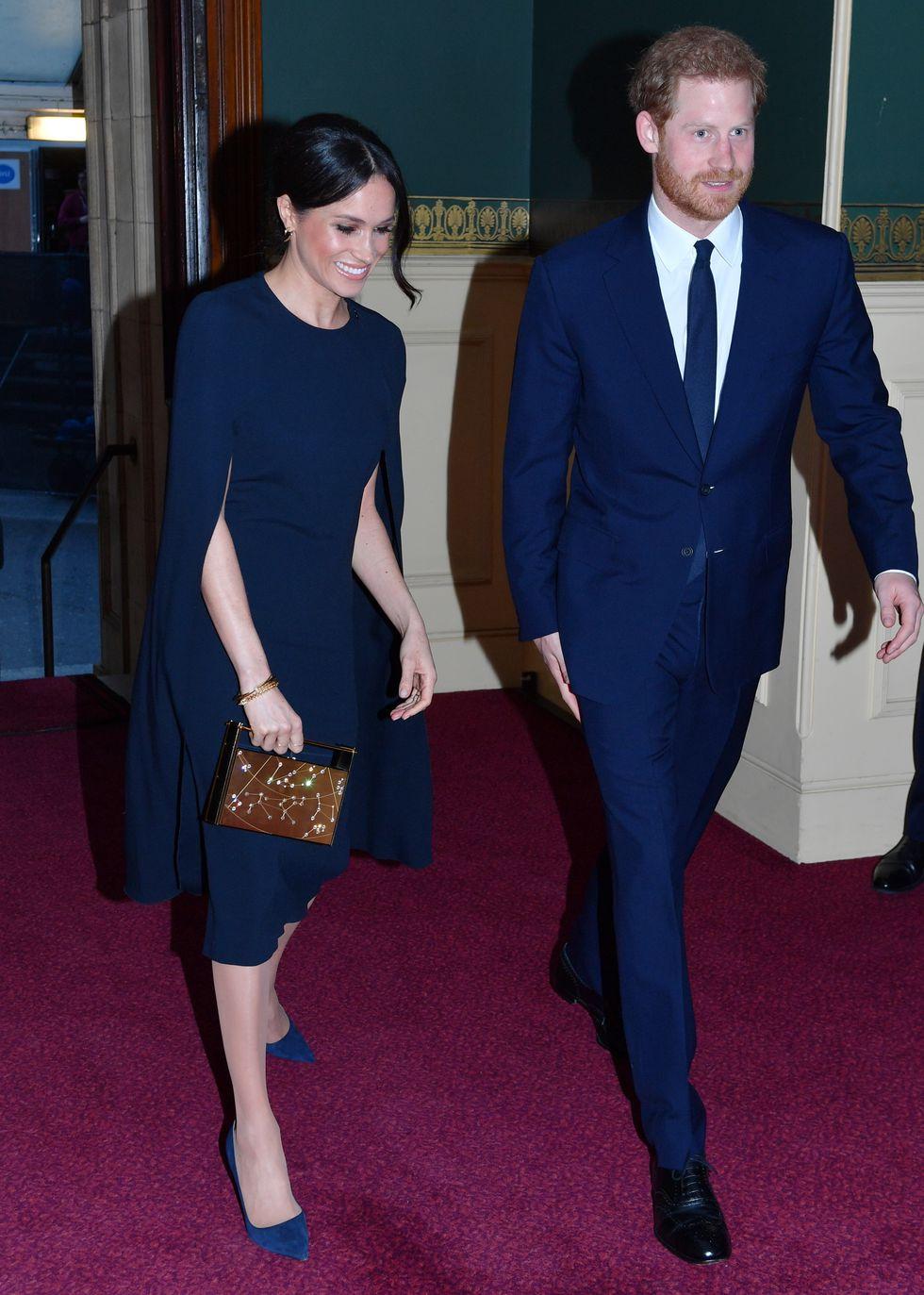 Меган Маркл и принц Гарри в темно-синих нарядах