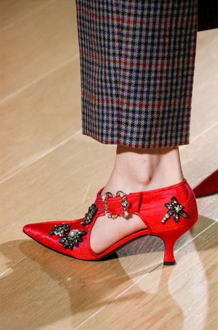 Красные туфли с каблуком-рюмочкой от Erdem осень-зима 2018-2019