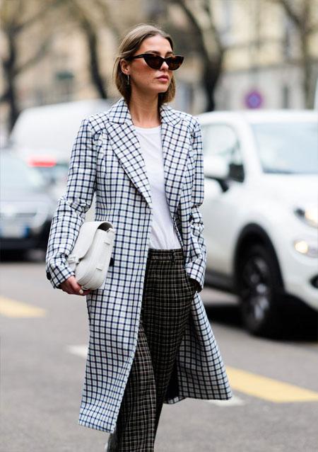 Черно-белое пальто в клетку