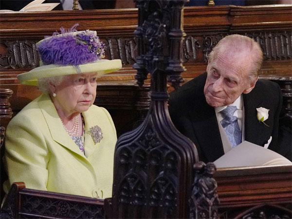 Королева Елизавета II и Принц Филипп во время церемонии - Getty Images