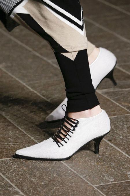 Закрытые туфли на шнуровке с каблуком-рюмочкой Mary Katrantzou