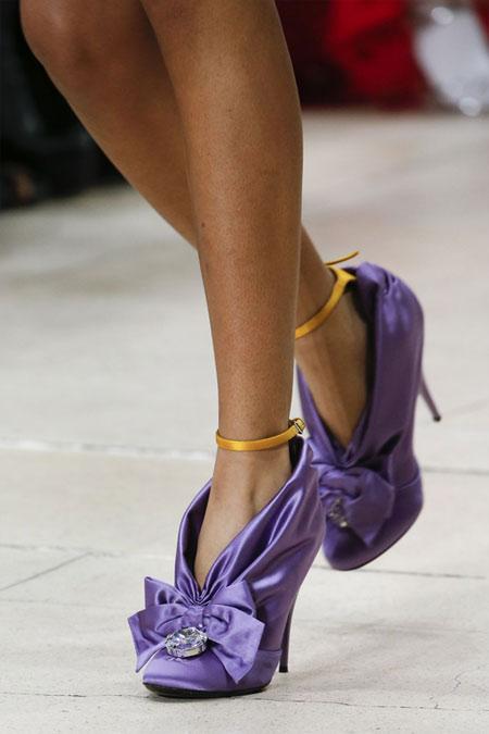 Туфли модного цвета 2018 ультрафиолет с каблуком-рюмочкой Miu Miu