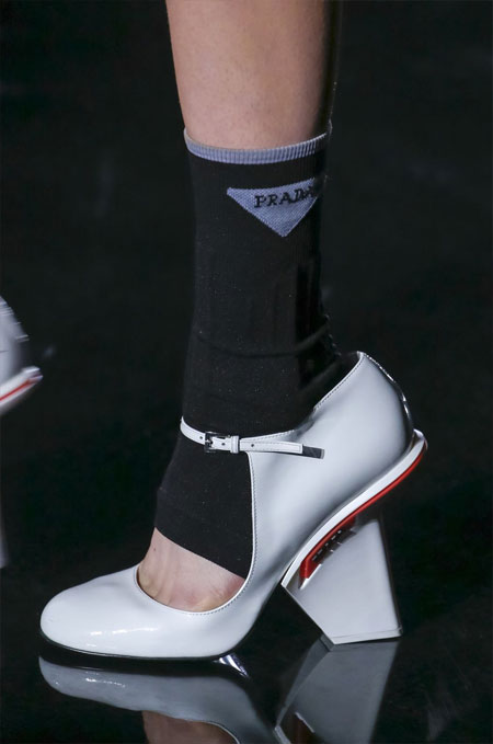 Туфли Prada белого цвета для осени 2018