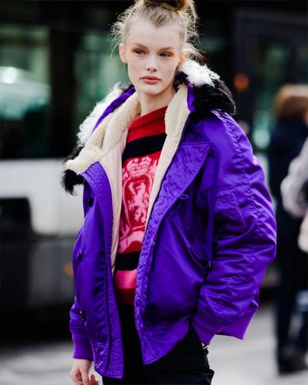 Зимняя куртка осень-зима 2018-2019 цвета ультрафиолет