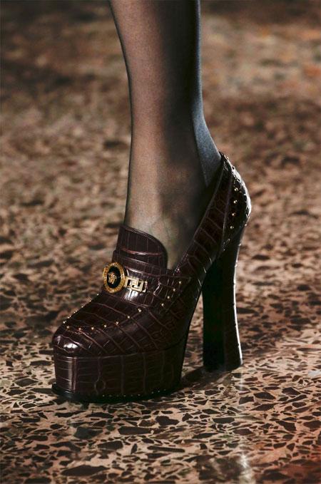 Туфли с квадратным каблуком от Versace осень-зима 2018-2019
