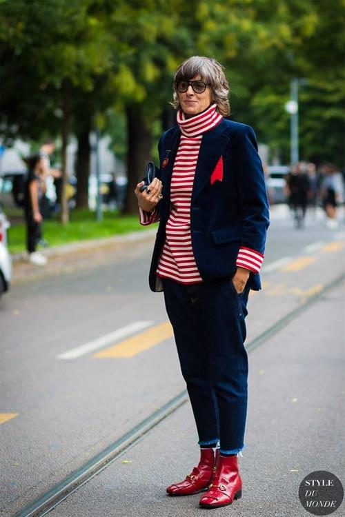 Ана Джимено Бругада в брючном костюме и полосатом свитере. С - стиль!