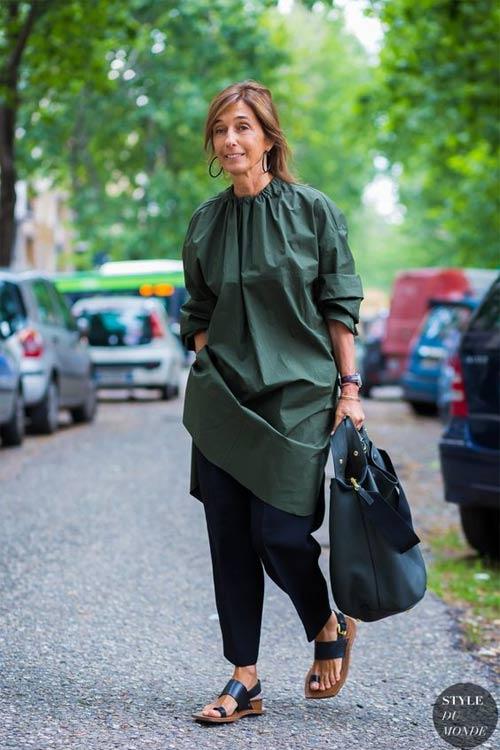 Консуэло Кастиглиони, креативный директор Marni, в платье и брюках