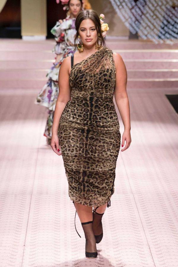 Эшли Грэм в леопардовом платье от Dolce & Gabbana