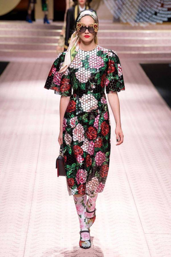 Длинное платье с цветами дизайнеров Доменико Дольче и Стефано Габбана